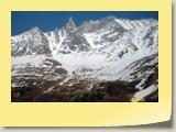 Vue sublime sur l'Aiguille de la Tsa (alt. 3668 m).