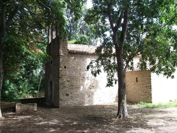 Chapelle ruinée de St-Génis-Fontaine.