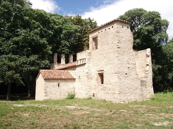 Chapelle ruinée de St-Génies-Fontaine.