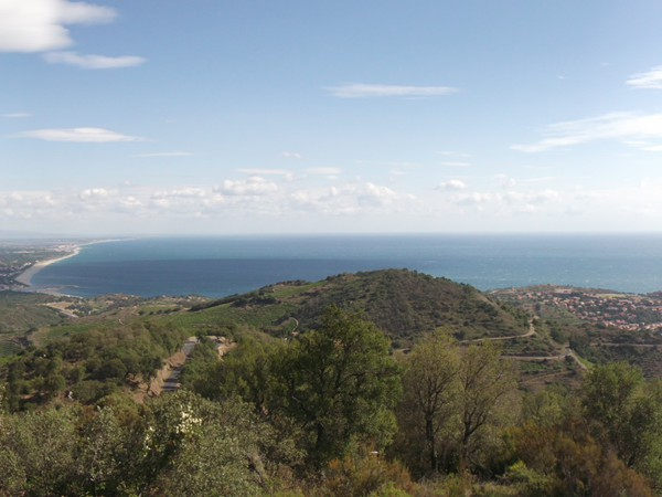 A gauche, le littoral qui remonte vers Perpignan et Collioure un peu vers la droite.