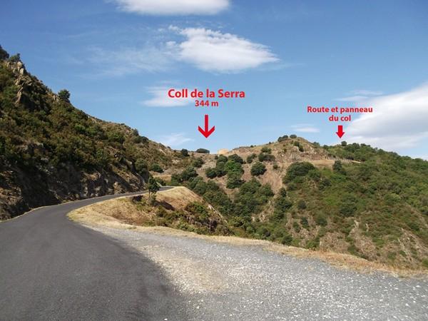 En se retournant, on distingue bien mieux le Col de la Serra !