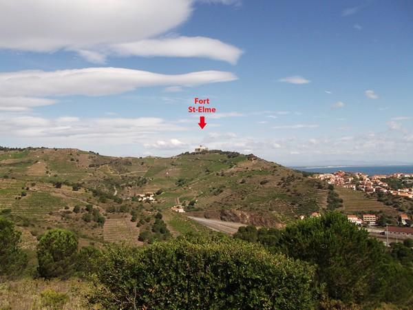 Je distingue aussi bien mieux le Fort St-Elme perché au-dessus de Port-Vendres.