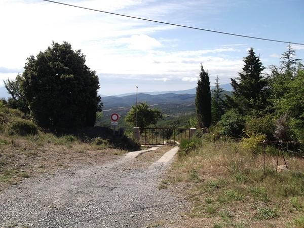 Il y a souvent une entrée de propriété privée dans les cols des Pyrénées Orientales !